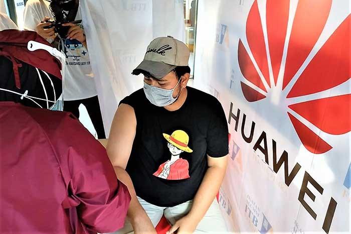 Dukung Program Pemerintah, Huawei Bersama  IATF ITB Gelar Vaksinasi Massal