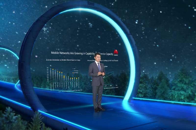 Ritchie_Peng,_Presiden_Lini_Produk_5G_Huawei.jpg